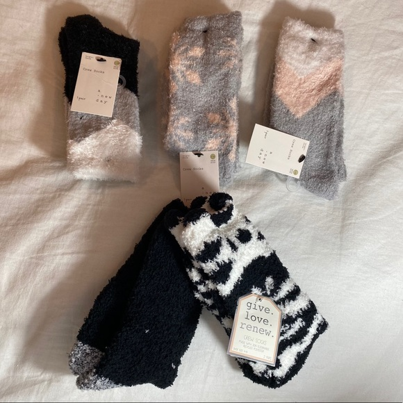 5 Pairs of Fuzzy Socks in Black/Grey/White/Pink